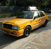 東京都内の法人タクシーの会社にお詳しい方へお伺いをいたします。 ・ 東京都台東区に画像のようなアメリカのイエローキャブのようなセドリックのタクシー会社がありました。 しかし、もう都内では画像のタクシーは見なくなりました。 ・ ここで質問をさせていただきます。 画像のタクシーのタクシー会社はどのようになったのでしょうか。 東京都内の法人タクシーの会社にお詳しい方からのご回答をお待ちしております。