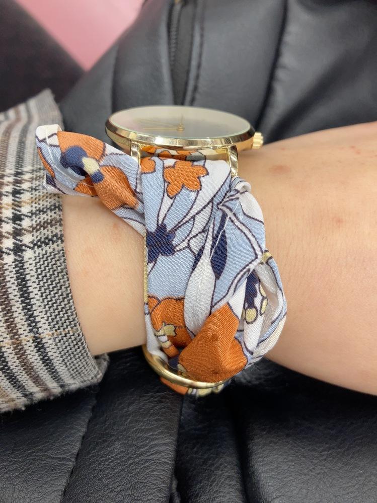 ベルトが布の腕時計買ったんですが、これどうつければいいんですか?結構余っちゃうんですが、画像のようにすればいいのでしょうか?
