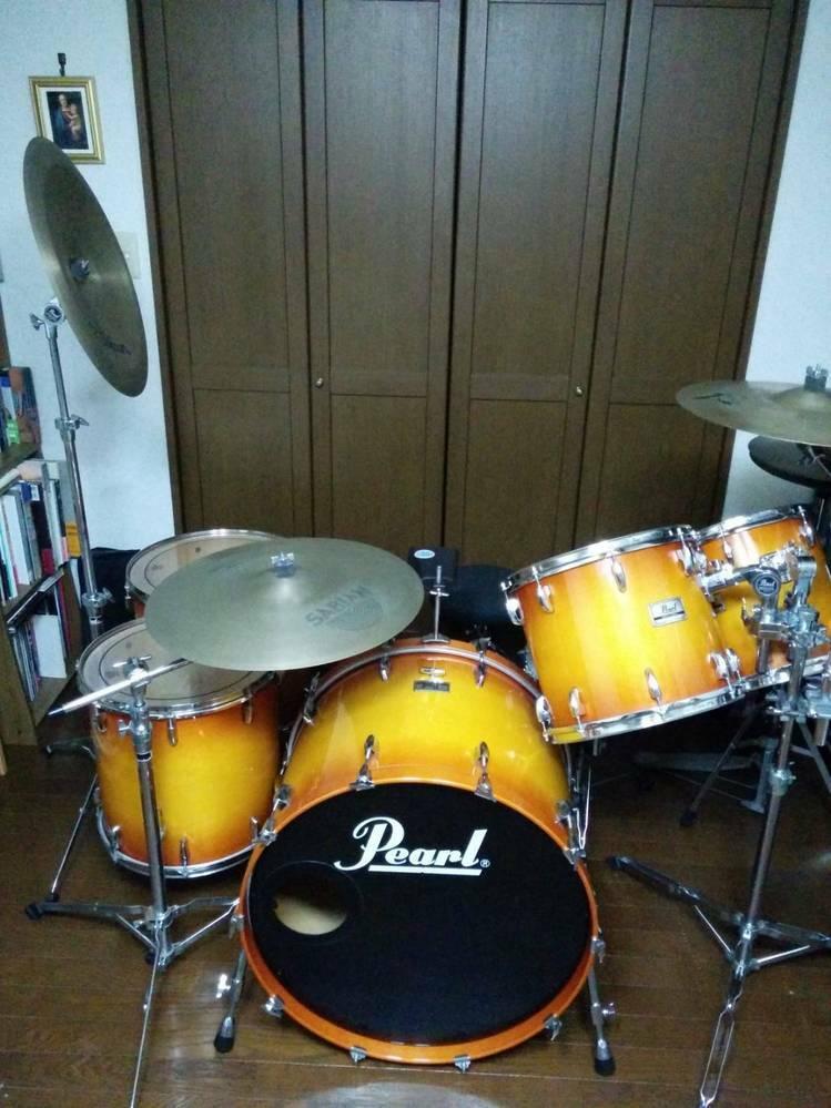 ドラムセット売ることを検討していますが いまいち価値がわかりません。 型番と中古での大体の価格を教えて 頂きたいです。 よろしくお願いします。