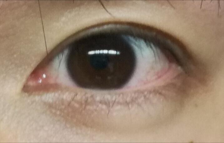 この目は女性に見えますか?