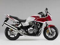 なぜバイクて100馬力でも150馬力でも体感スピートは同じなのですか。 ・・・・・・・・・・・・・・・・・・ 馬力でマウントを取りに来る人がいますが。 例えば100馬力のCB1300SFと150馬力のCB1000Rて体感スピードてあんまっし変わらないと思うのですが。 確かに50馬力のCB400SFと100馬力のCB1300SFでは体感スピードはCB1300SFの圧倒的な加速力ですが。 なぜ大...