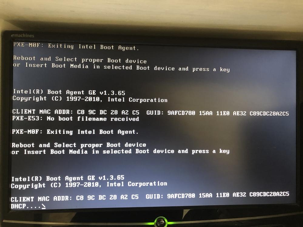 パソコンを起動したときに黒い画面で文字が出てきて動かなくなりました。 パソコンはWindows7です! 対処法教えていただきたいです!!