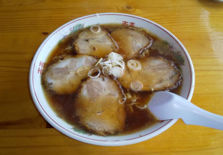 日本で現存最古の豚骨ラーメンの老舗(1916年創業/東京都)の豚骨チャーシュー麺、美味そうですか?