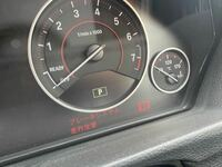 ブレーキパッド BMW 3シリーズセダン(f30)に乗っていますがブレーキパッド交換の警告が出ました。  来月の6月に車検なので車検と一緒に交換しようと思っています。  1ヶ月放置は危険ですか?