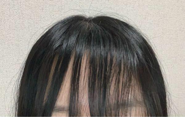 癖毛で前髪が真っ直ぐにならないのですが、どうすれば良いですか? 縮毛矯正というのは効果ありますか?