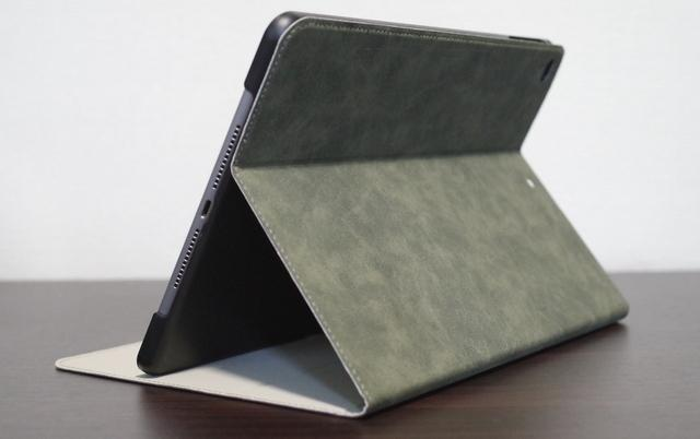 愛知県内の100円ショップ(ダイソー、セリア、キャンドゥなど)にiPad9.7インチ(iPad6世代)の写真のとおりのカバーってありますか。あるならその店名を教えて下さい。