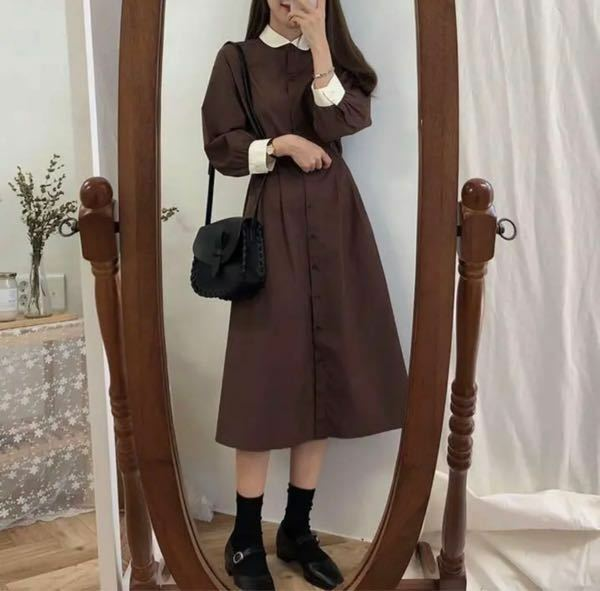 このような服に普段学校で履いてるharutaの黒ローファーを合わせたら変ですか?