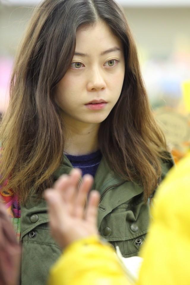 カラコンについての質問です。浅野忠信さんとCharaさんの娘であるsumireさんの目の色に近い