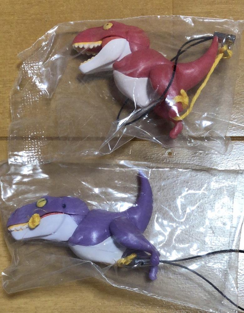 写真の恐竜の玩具の名前を教えて下さい。 何卒よろしくお願い致します。 ガチャガチャか食玩かと思います。
