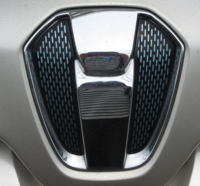 乗用車のエンブレムですが、添付画像は何のエンブレムでしょうか。 (メーカー、車名など)