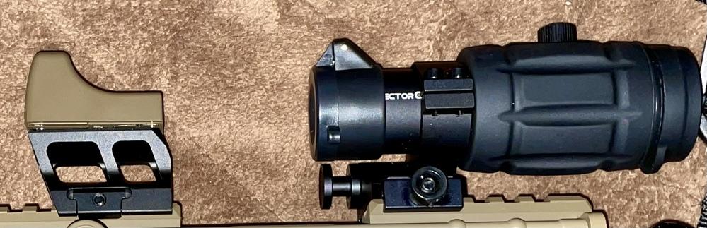 Vector Optics タクティカルマイクロ レッド ドット サイトピカティニーレール対応 20mmマウントレールに東京マルイのマイクロプロサイトをつけて、 Vector Optics SCOT-07 3x Magnifier をつけたのですが高さが合ってないような感じです。 Vector Optics SCOT-07 3x Magnifier 側何をつければいいでしょうか… 通販で買ったて初心者なのでわかりません よろしくお願いします