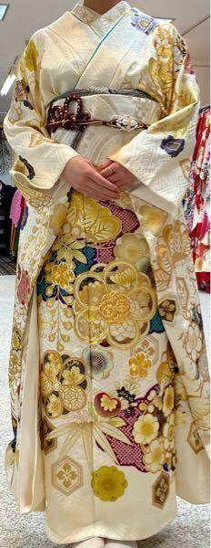 写真の着物、結婚式の参列側で着れますでしょうか。 白が主なので気になるのですが、割と柄がカラフルで多めで、真っ白と言うよりアイボリー寄りなので大丈夫かな〜とも思います。どうでしょうか、、。
