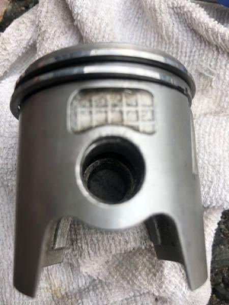 ns50f ボアアップキット 車体からピストンのサークリップを外したいのですが、ピストンのサークリップが入ってる溝の両端に窪みがありません。 どうやって外したらいいのでしょうか どうやって外すのでしょうか?