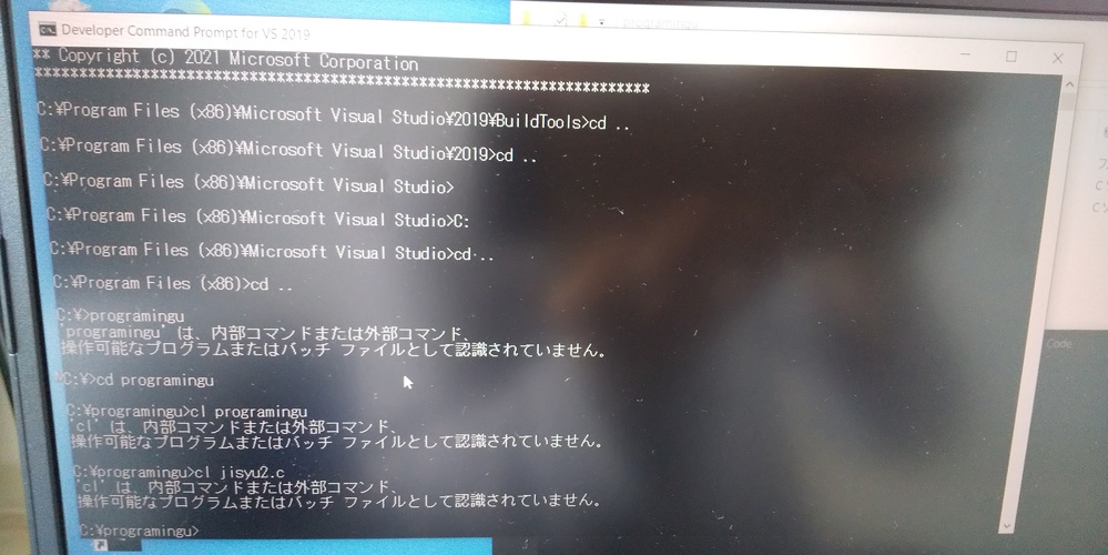 フォルダをコンパイルしようとしたら、写真のように内部コマンドまたは外部コマンド、 操作可能なプログラムまたはバッチファイルとして認識されていませんと出てコンパイルできません。原因と対処法を教えてください。