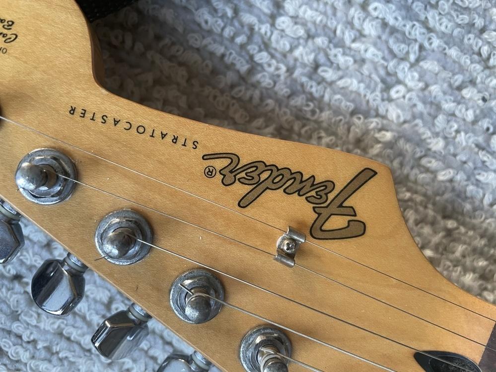 Fender エレキギター このロゴは本物?