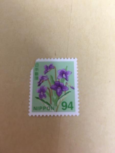 このように少し敗れてしまった切手は使えますか? コンビニで購入したものですが、貰った時からこうなっておりました。