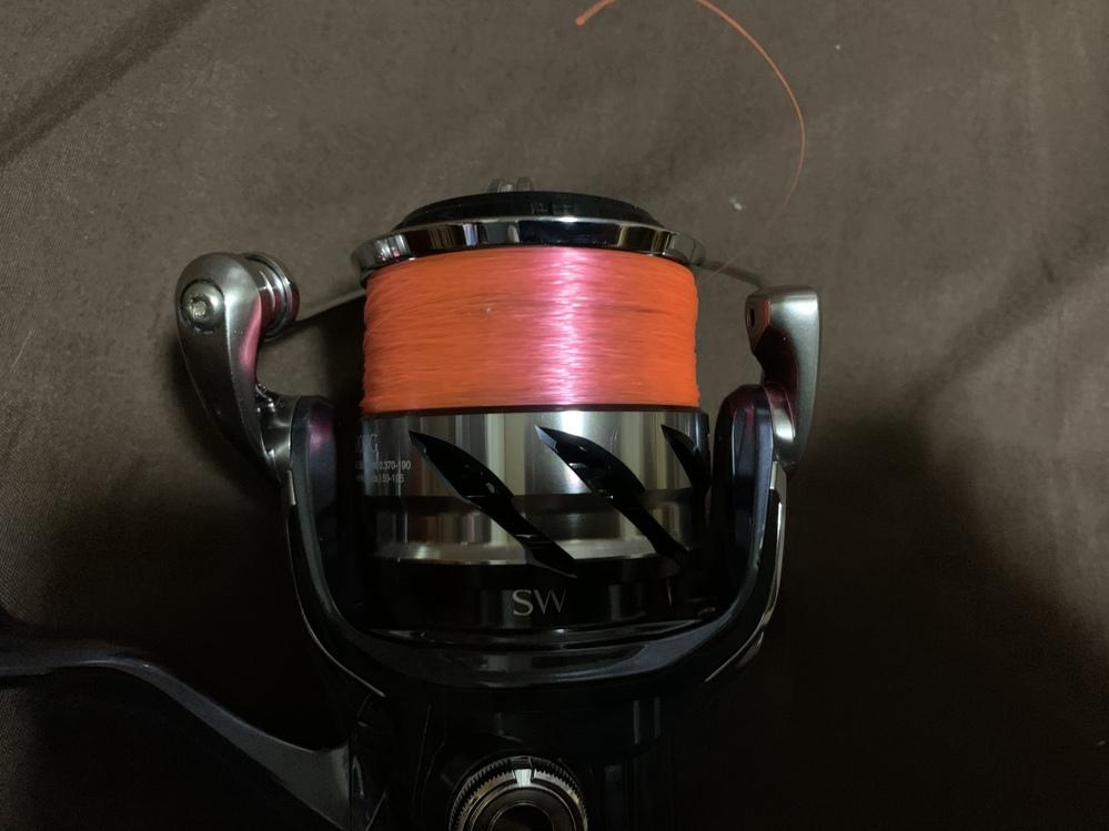 リールの糸巻きについてなのですけど、peラインとナイロン巻いて大体の量は決まったので、 これからライン逆さまにして本巻する予定なのですけど、まだ偏ってますか? 最初巻いた時、ありえないぐらい三...