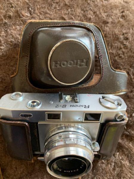 このカメラを、売ろうか捨てようか悩んでます。 価値のあるものですか? かなり前に祖父から貰ったものです。