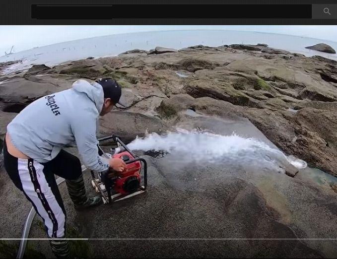 """日本国内には、このような大きな岩に囲まれているところはあるのでしょうか。 いかがでしょうか。 ・ ・ ■ 百米悬崖深坑""""臭气熏天"""",抽干后遍地极品靓货,四条就值2000多 发财了 ・ https://www.youtube.com/watch?v=lu7bgt-2jx4"""