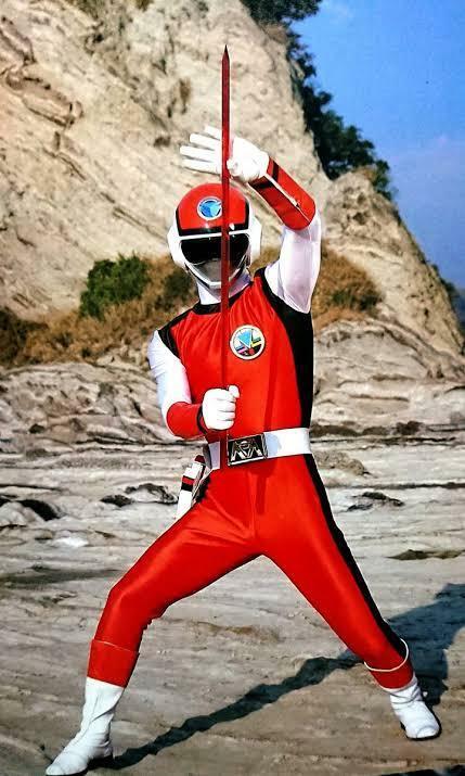もしあなたが、ヒーロー戦隊に選ばれたら、 何色役がやりたいですか? 私はレッドです。