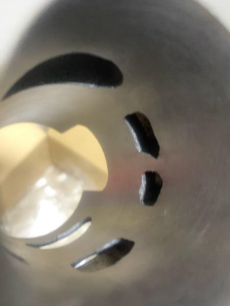 原付2stボアアップについての質問なのですが。 安物のボアアップキットは吸気ポートにバリがあり シリンダー内も純正ほど表面は綺麗ではありません。 そういった場合は吸気ポートのかたちを自分で整え 番数の高い耐水ペーパーで磨いたほうがいいのでしょうか。 それともそのまま使用するほうがいいのでしょうか。