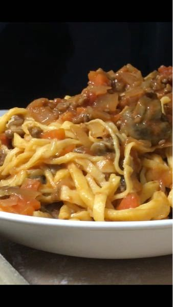 これは何という種類のパスタになりますか? 手打ちですが、フェットチーネでもスパゲッティでもないですよね?