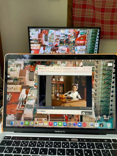 HDMIケーブルでテレビとパソコンを繋いだのですが、 映るのはデスクトップ画面?だけで、映し出したいものが反映されません。 どうしたら良いのでしょうか。 音声はテレビから流れています。