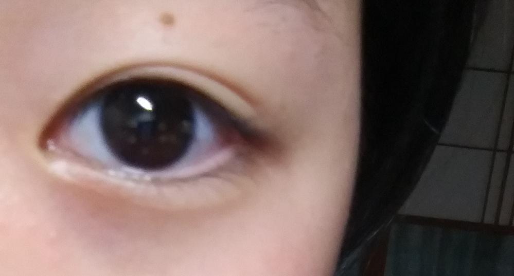 この写真は私の右目です。 元から一重だったのですが、左目だけすごく二重になりやすくて良いのですが 何故か右目だけくっきりと二重にならず 奥二重にしてみても薄くて目尻の方までなりません。皮膚が伸び...