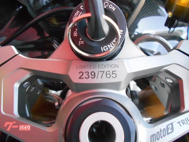 バイクのスマホホルダーについて質問です。 このハンドル中央部分の穴?の正式名称は何でしょうか? ここに入れ込む形のスマホホルダーを買いたいのですが、探せません。 宜しくお願い致します。