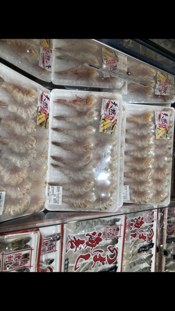 殻付きの冷凍エビは冷蔵庫に入れて自然解凍 するのと流水につけて解凍するのでは どちらの方がいいいですか?