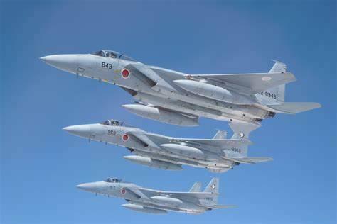自衛隊の戦闘機にミサイルを搭載された写真を見たことがないのですが、 機銃だけで警護しているのですか?