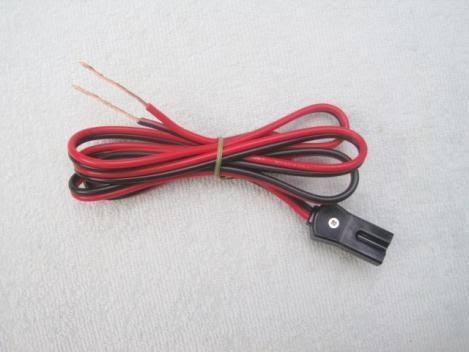 写真のトリオ製無線機 TR-7700の電源端子の名前を教えてください