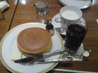 ホットケーキには、アイスコーヒーとホットミルクどちらが良いですか?