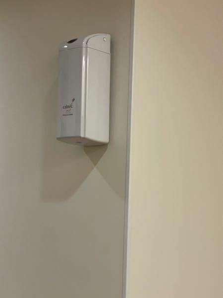 トイレに付いている、目の高さ以上の所にある、 この四角い箱は何ですか?
