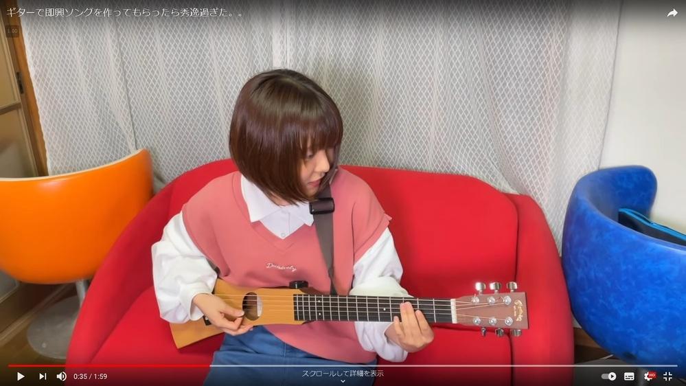 この画像の、通常よりもかなりボディが細いアコースティックギターのメーカーとモデル名を教えてください