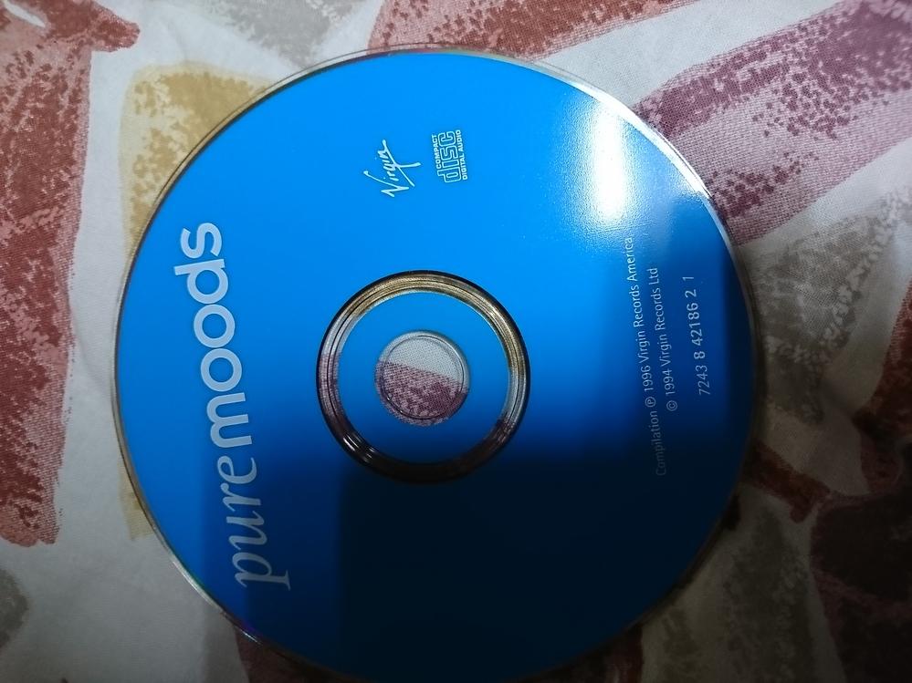 このCDは、何ですか? どんなアーティストで、どんな曲が入っていますか?