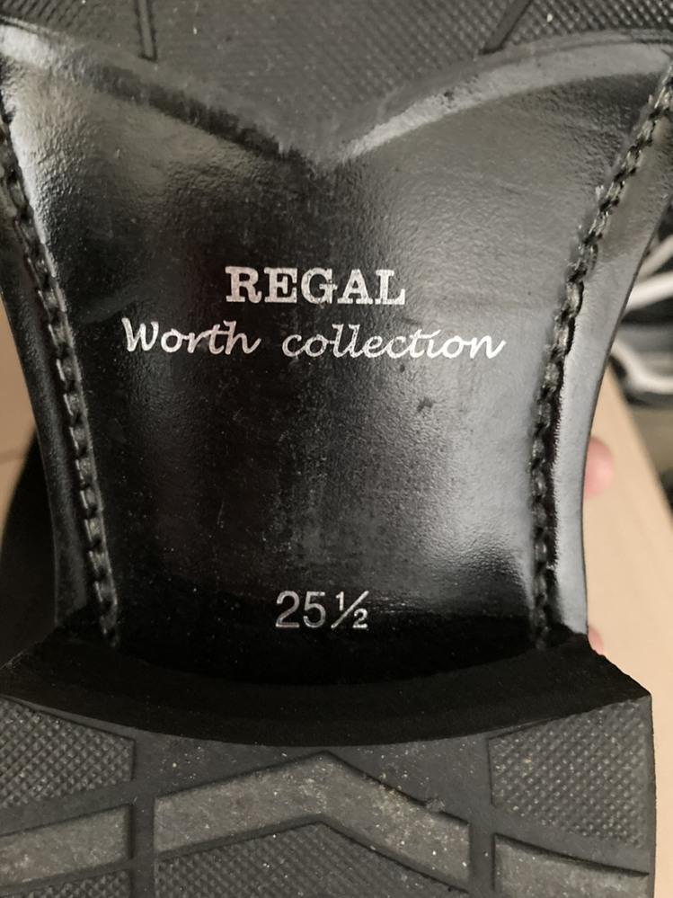 REGALの靴でワイズ表示を見つけられません 詳しい方お教えください。 ワイズ表示をどうしても見つけられません。どこに書いてあるもんでしょうか。 靴の中も見たのですが、探せませんでした。