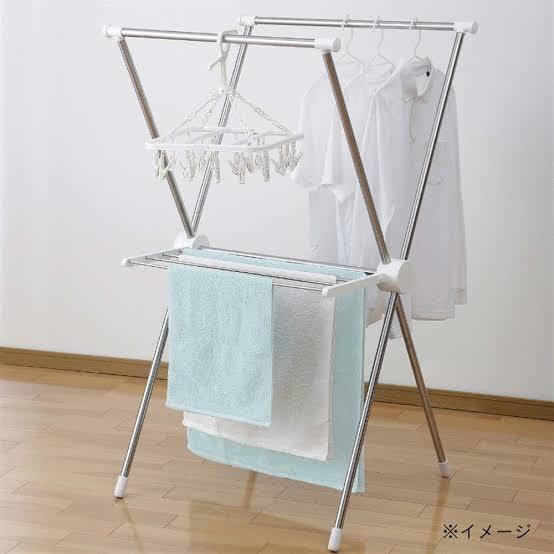 画像のような洗濯竿に服を掛けているのですが、長期間掛けておくとホコリがかかってしまうので、 洗濯竿+服 全体に被せるカバーなどって売ってるのでしょうか? また、その商品名は何と調べれば出てくるの...