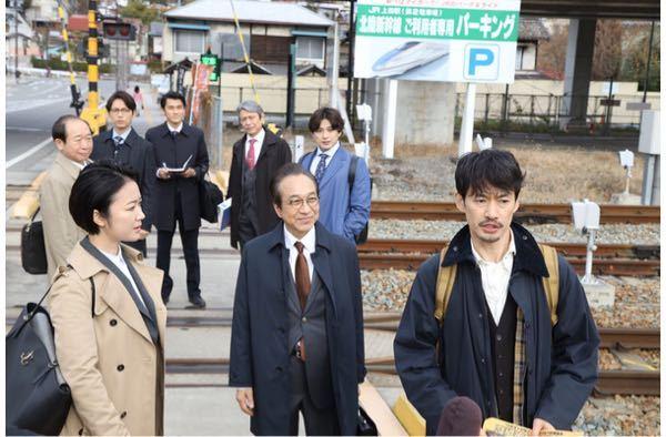 イチケイのカラスで真剣佑さんが着用している水色のコートはどこのメーカーのものか教えてください。