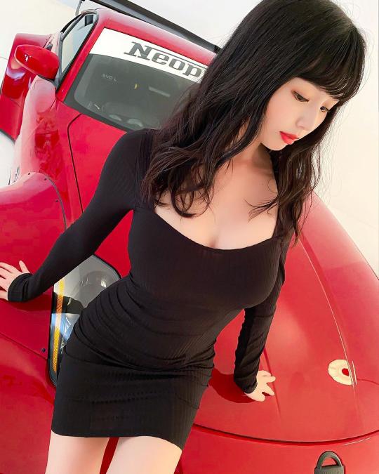 くりえみさんの愛車はポルシェでしょうか?