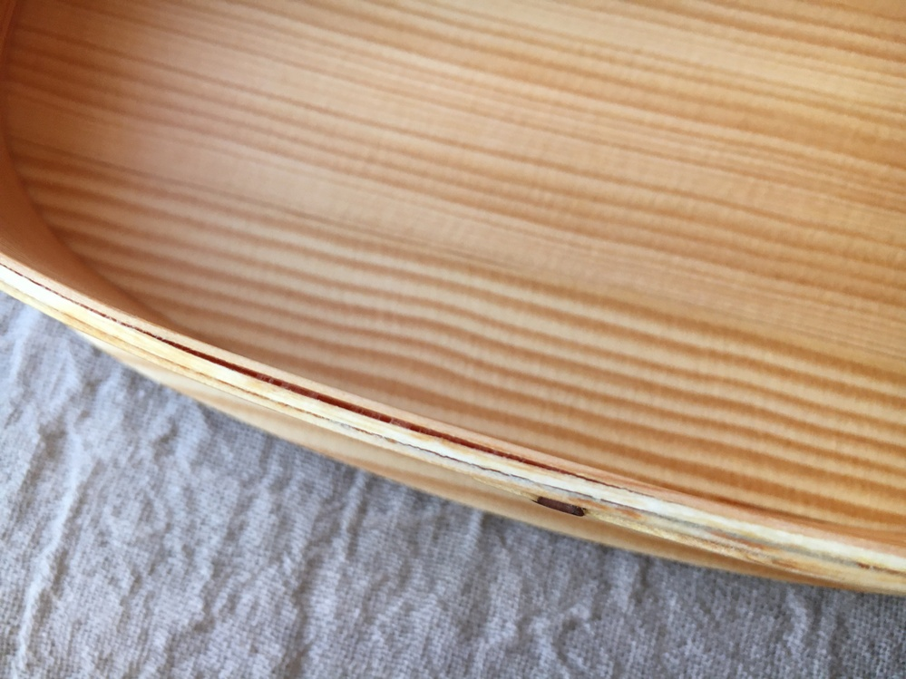 曲げわっぱの木の重なり部分が浮いたような感じになってしまいました。 何か良い修繕方法はありますでしょうか?