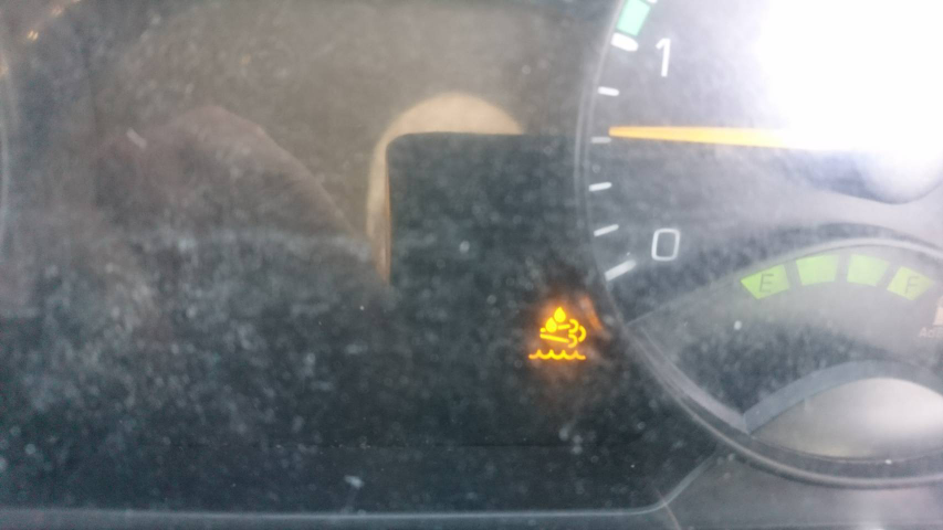 トラックに乗っていましたら急に光りました何の警告灯でしょうか?