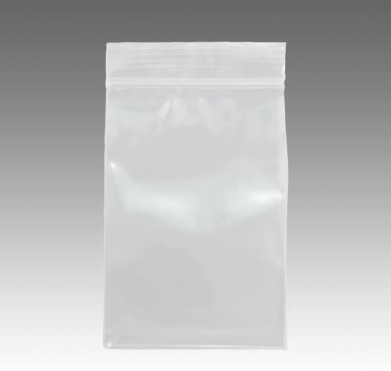 この袋にドレッシングを入れて提供するのはOKですか? とあるインドカレー屋さんでテイクアウトしたところ、サラダに付いているドレッシングがこの袋に入っていました。いままで、あちこちでテイクアウトをしたことがありますが、このような袋に入っているところを見たことがなく、これは衛生上OKなのか疑問に思いました。家でも似たような素材のIKEAの袋に食材を入れて保存したりするのでダメではなさそう…でも初めて見た…という戸惑いです。 また、関係ないのかもしれませんが、そのサラダを食べた後、とても具合が悪くなり嘔吐しました。