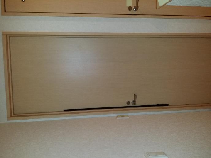 家の中のドアのドアクローザーは これで良いですか? ↓ https://shop.diyfactory.jp/product/r27-0114/?utm_medium=cpc&utm_s...