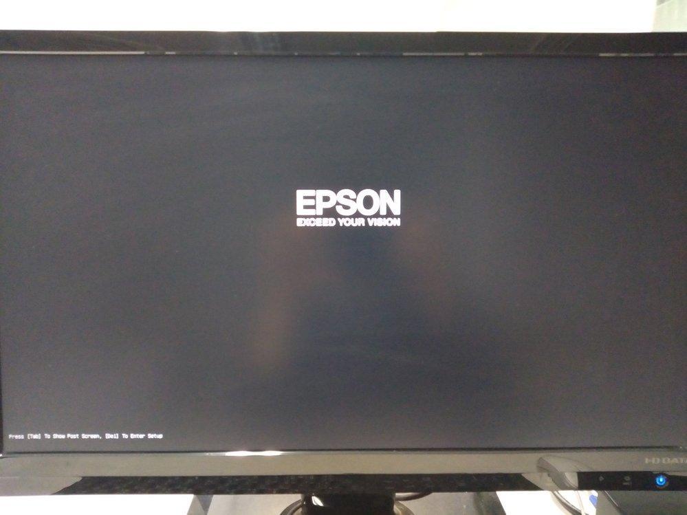 windows10 の起動が遅すぎる。 EPSON製のパソコンを会社で購入して約1年半になります。 社長室で使用しているパソコンになるのですが、以下の状況です。 ・パソコン本体の電源ボタンを押すと添付画像の状態になります。 ・この状態が70分くらい続きます。 その間、F8、Del、tab などのキーを押しても全く反応はありません。 ・70分後、ようやく 「EPSON」の文字の下にクルクルする絵が出てきて動きはじめます。 ・windowsが始まります。 ・とりあえず再起動してみようと思いましたが、また同じ状態になってしまいます。 対処方法として、何をすれば良いでしょうか?ムダに再起動をかけても時間がかかるだけで困っています。 まず何を調べるべきか・・教えてください。よろしくお願いしますm(_ _)m
