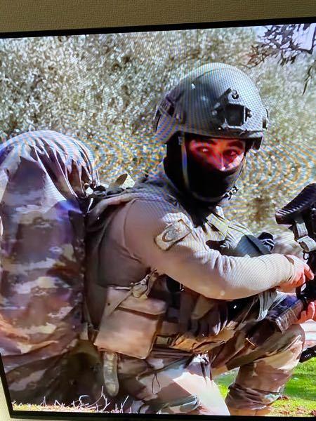 この兵士は、何処の国の兵士ですか? YouTube見てても、言葉や文字がさっぱり判りません。