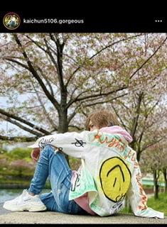 このホストが着てるジャケットのブランドを知りたいです vetements ヴェトモン 村上隆 drew house ホスト ポップ パリピ バレンシアガ