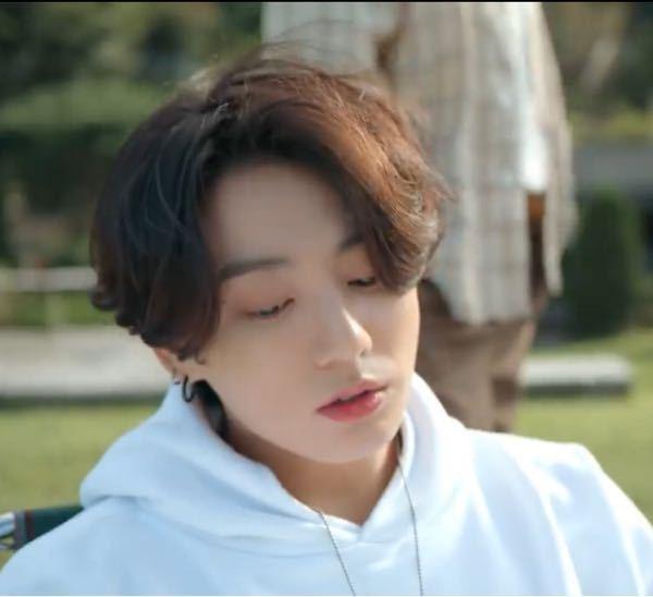 この髪型は、トップの毛が下まで伸びていますか? それともレイヤーになっていますか? (毛先がそろっているか、そうでないか)
