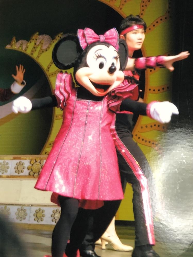 この画像、何のショーか分かる方いませんか? 多分2010年のランドだと思われます。。。 検索用 ディズニーリゾート ディズニーランド ディズニーシー ショーパレ TDR TDL TDS ミッキー ミニー ダンサー
