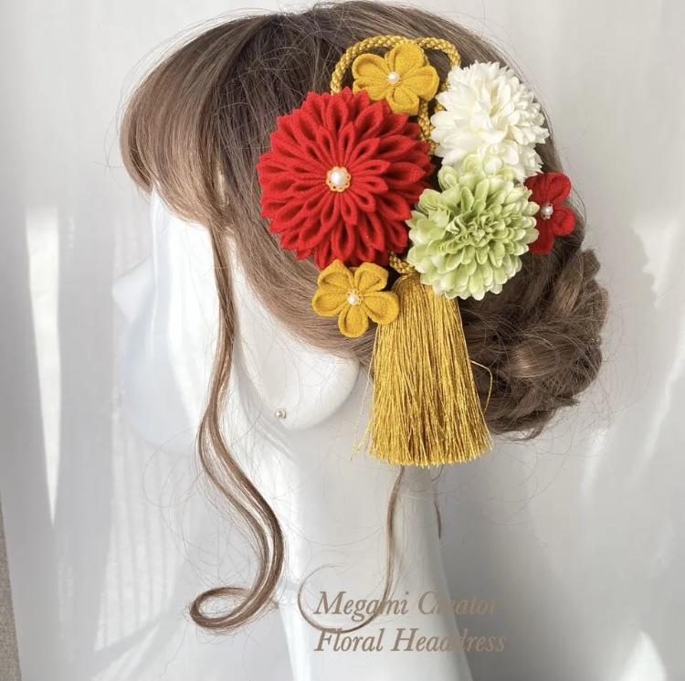 この髪飾りの反対側にもう少し付け加えたいのですが、どんな髪飾りがいいと思いますか?